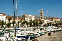 Bateaux dans la marina dans la fente, Croatie Photographie stock
