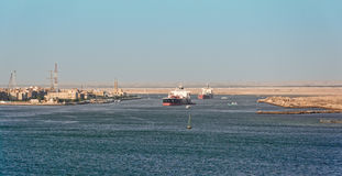 Bateaux dans le canal de Suez Photos stock
