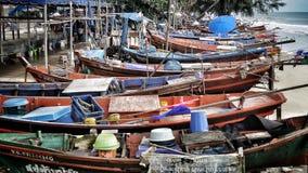 Bateaux dans le pêcheur Village Photos stock