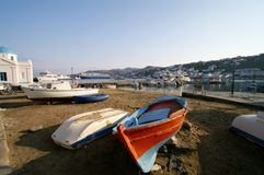Bateaux dans le port avec la ville sur la colline Photographie stock libre de droits