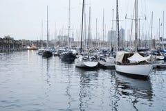 Bateaux dans le port de Barcelone photographie stock