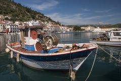 Bateaux dans le port de Gytheio Photographie stock libre de droits