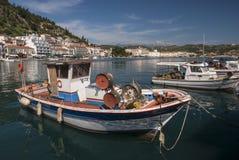 Bateaux dans le port de Gytheio Image libre de droits