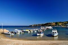 Bateaux dans le port de Rhodes Image libre de droits