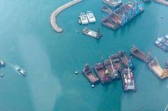 Bateaux dans le port de Victoria à Hong Kong Photographie stock libre de droits
