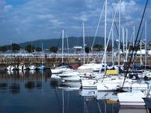 Bateaux dans le port de Vigo, Galicie Photos stock