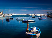 Bateaux dans le port en Bari Italy Images libres de droits