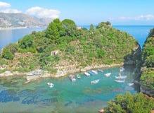 Bateaux dans le port Letojanni Sicilia Italie Photo stock