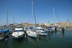 Bateaux dans le vieux port de l'acre, Israël photographie stock libre de droits