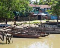 Bateaux dans Mrauk U, Myanmar Photographie stock libre de droits