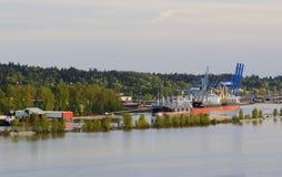 Bateaux dans un port au printemps Images stock