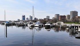 Bateaux dans un port, WI de Milwaukee, Etats-Unis Photos libres de droits