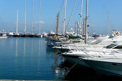Bateaux dans une marina Photographie stock libre de droits