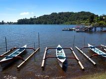 Bateaux de Balinese, point de repère scénique de Brataan de lac Photographie stock libre de droits