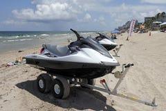Bateaux de banane pour le loyer sur la plage de Fort Lauderdale Images libres de droits