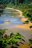 Bateaux de Banca dans la marée basse sur Corong Corong Sandy Beach Paysage d'EL Nido Île de Palawan philippines Photo stock