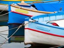 Bateaux de couleur photographie stock