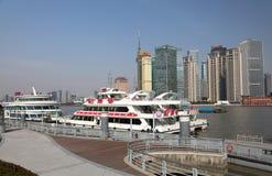 Bateaux de croisière à Changhaï Photo libre de droits