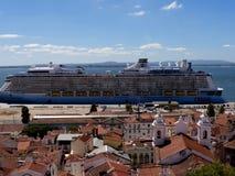 Bateaux de croisière dans le port à Lisbonne Portugal Image stock