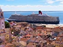 Bateaux de croisière dans le port à Lisbonne Portugal Photo stock