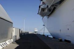 Bateaux de croisière dans le port Image libre de droits