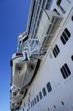 Bateaux de croisière dans le port Photographie stock