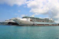 Bateaux de croisière dans le port Photo libre de droits