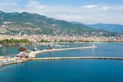 Bateaux de croisière dans le port d'Alanya et le phare, Turquie Photo libre de droits