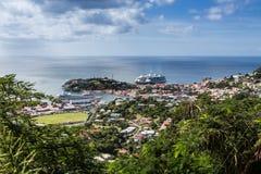 Bateaux de croisière dans le port de Grenade Photos stock