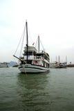 Bateaux de croisière dans le port de Haïphong Image libre de droits