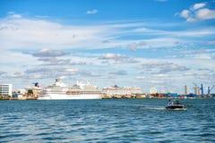Bateaux de croisière dans le port de Miami Photographie stock