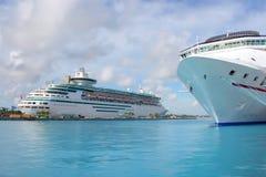Bateaux de croisière dans le port de Nassau Images libres de droits