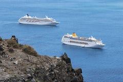 Bateaux de croisière en mer Image stock