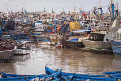 Bateaux de Fiishing dans Essaouira, Maroc, Afrique Image stock