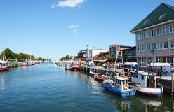 Bateaux de Fisher dans le port de Warnemuende Images libres de droits