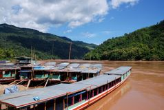 Bateaux de fleuve de Mekong Photos stock