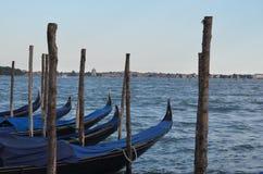 Bateaux de gondole à Venise Italie Images libres de droits