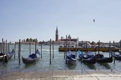 Bateaux de gondole près de Piazza San Marco images stock