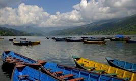 Bateaux de lac Phewa, Pokhara, Népal Images stock