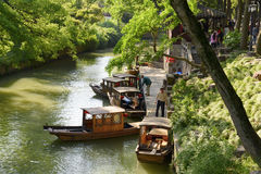 Bateaux de marche à l'amarrage dans Sudzhou image stock