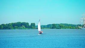 Bateaux de navigation, bateau grand banque de vidéos