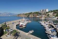 Bateaux de navigation et Gulets à la marina d'Oldtown à Antalya, Turquie Photos libres de droits