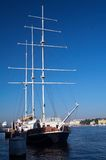 Bateaux de navigation mâtés grands Photo libre de droits