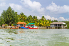 Bateaux de pêche à l'île de Kho Khao de KOH Images stock