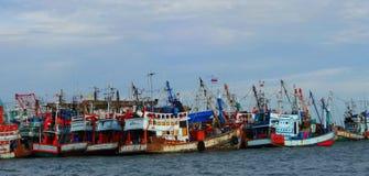 Bateaux de pêche à la côte de Khao Laem Ya, Thaïlande photos libres de droits