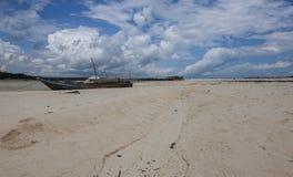 Bateaux de pêche à marée basse Image libre de droits