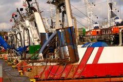 Bateaux de pêche amarrés dans le port d'obrzeg de 'de KoÅ, Pologne image libre de droits