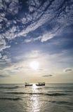 Bateaux de pêche au coucher du soleil dans le rong Cambodge de KOH Images stock