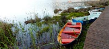 Bateaux de pêche au lac Knysna l'Afrique du Sud Images stock