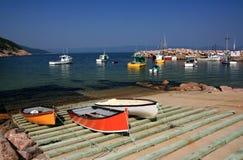 Bateaux de pêche au point blanc Image libre de droits